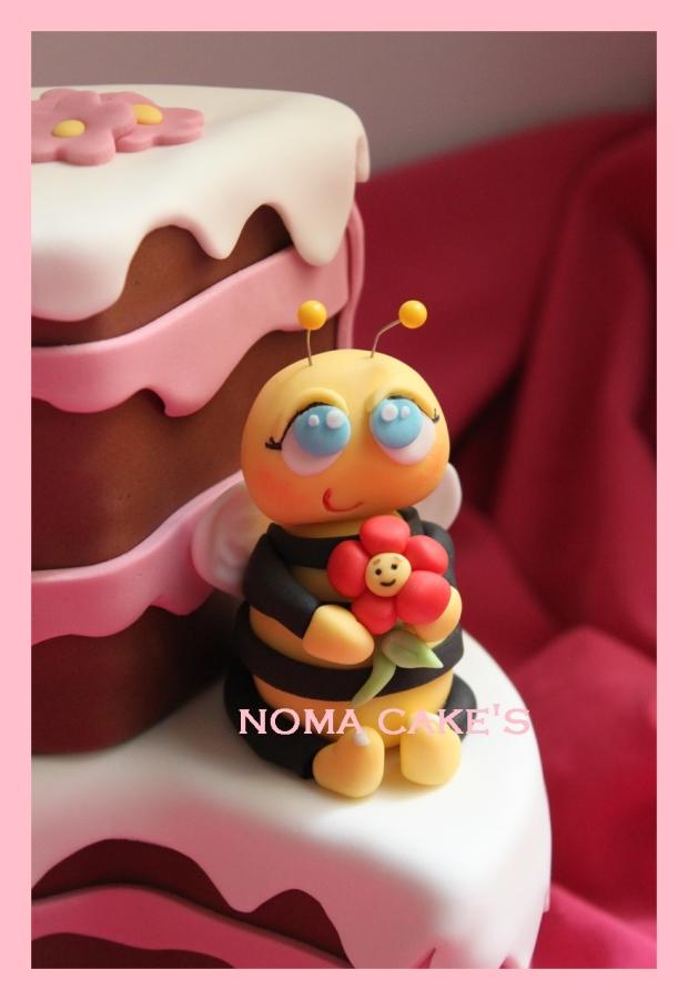 tarta porcion abeja flor fondant