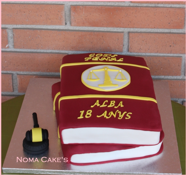tarta libros apilados cake book