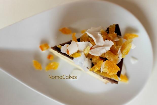 Tarta 3 chocolates con naranja confitada y coco